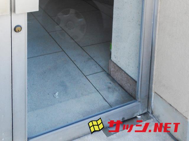 愛知県犬山市大鳥機工フロアヒンジ修理、交換工事【サッシ.NET】