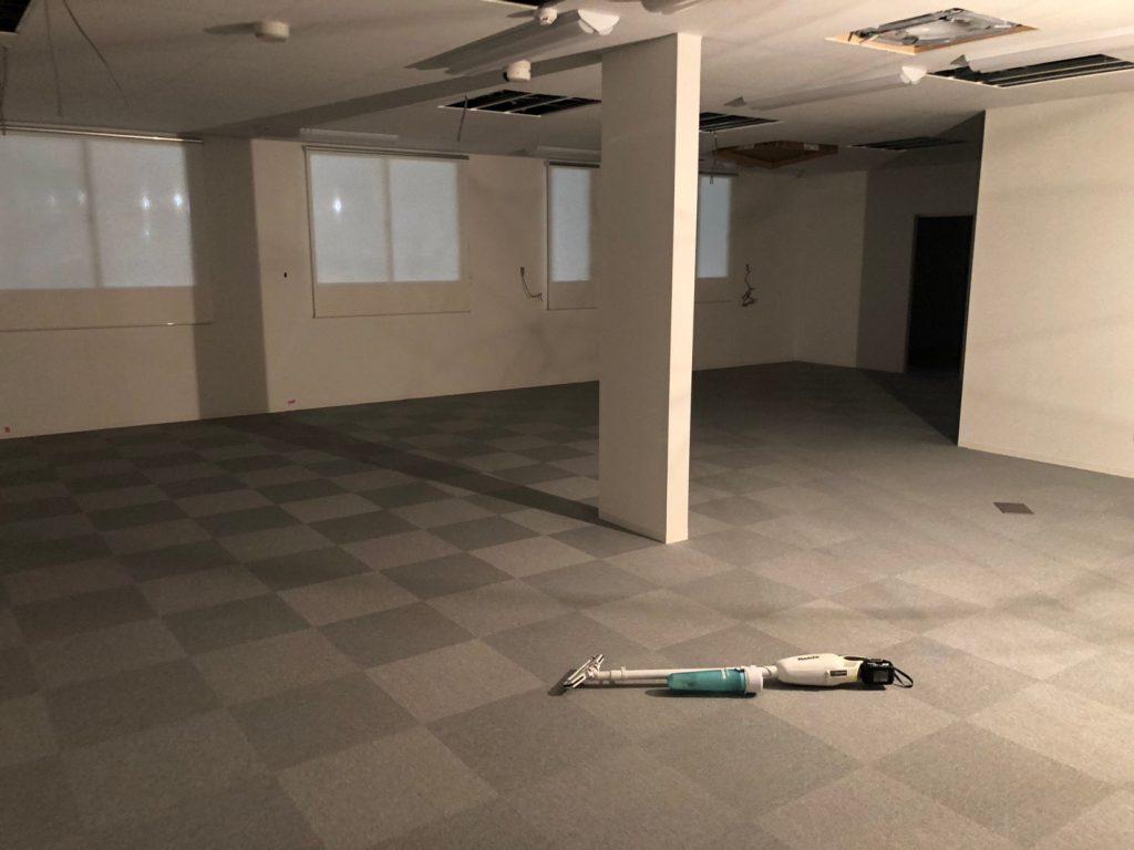 神奈川県厚木市にて事務所床リフォーム・OAフロア用タイルカーペット工事