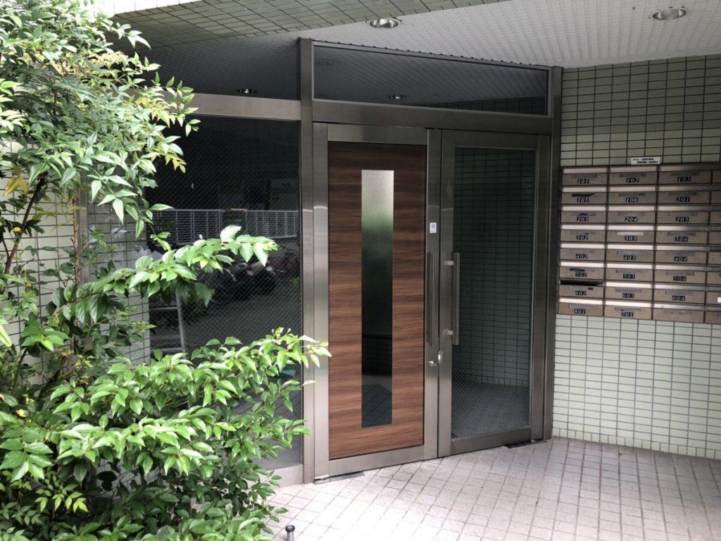 名古屋市東区 マンション玄関ドアのフロアヒンジ取替とリフォーム工事