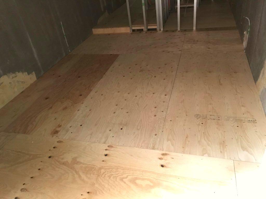 東京都品川区西五反田のマンションにて置床工事