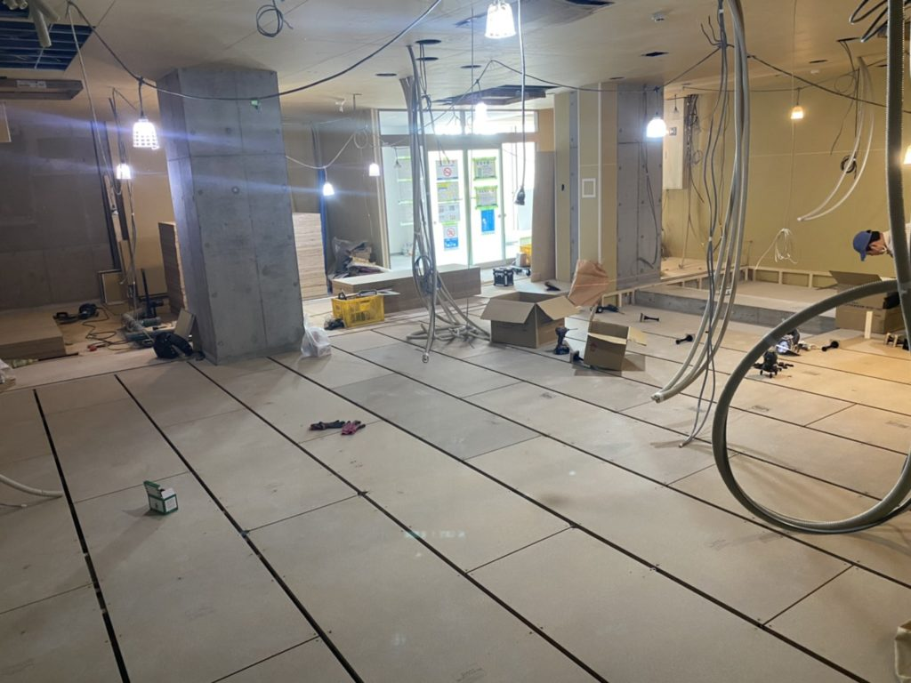 神奈川県横浜市にてビルの置床工事