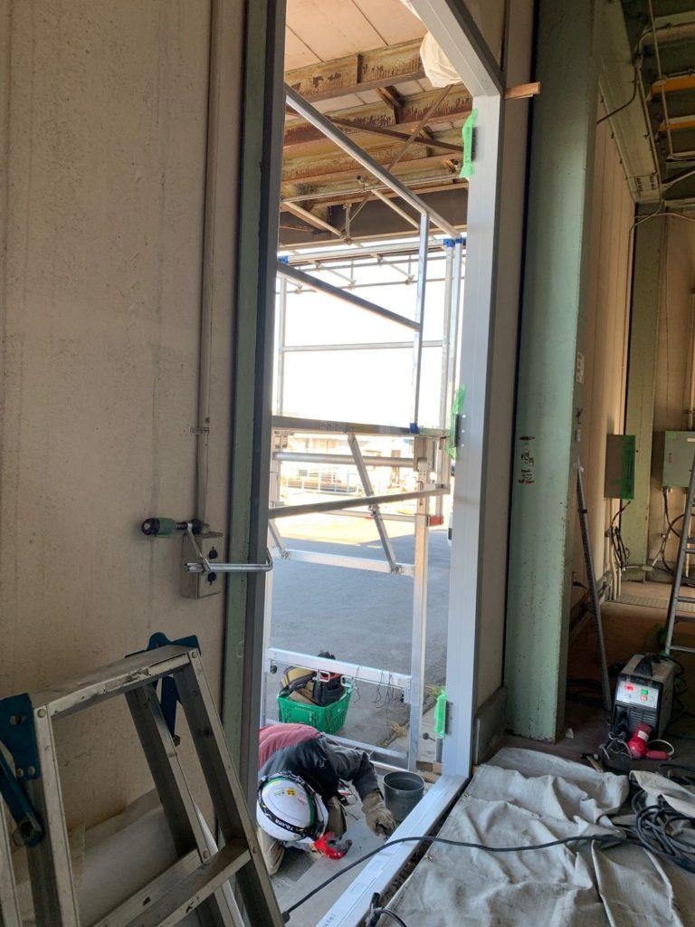 愛知県東海市倉庫ドア拡張施工工事