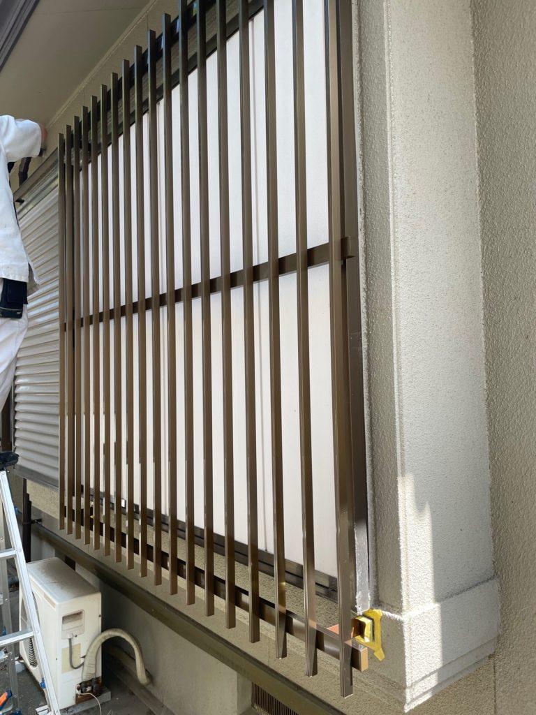 愛知県大府市LIXILアルミ縦面格子出窓の防犯工事