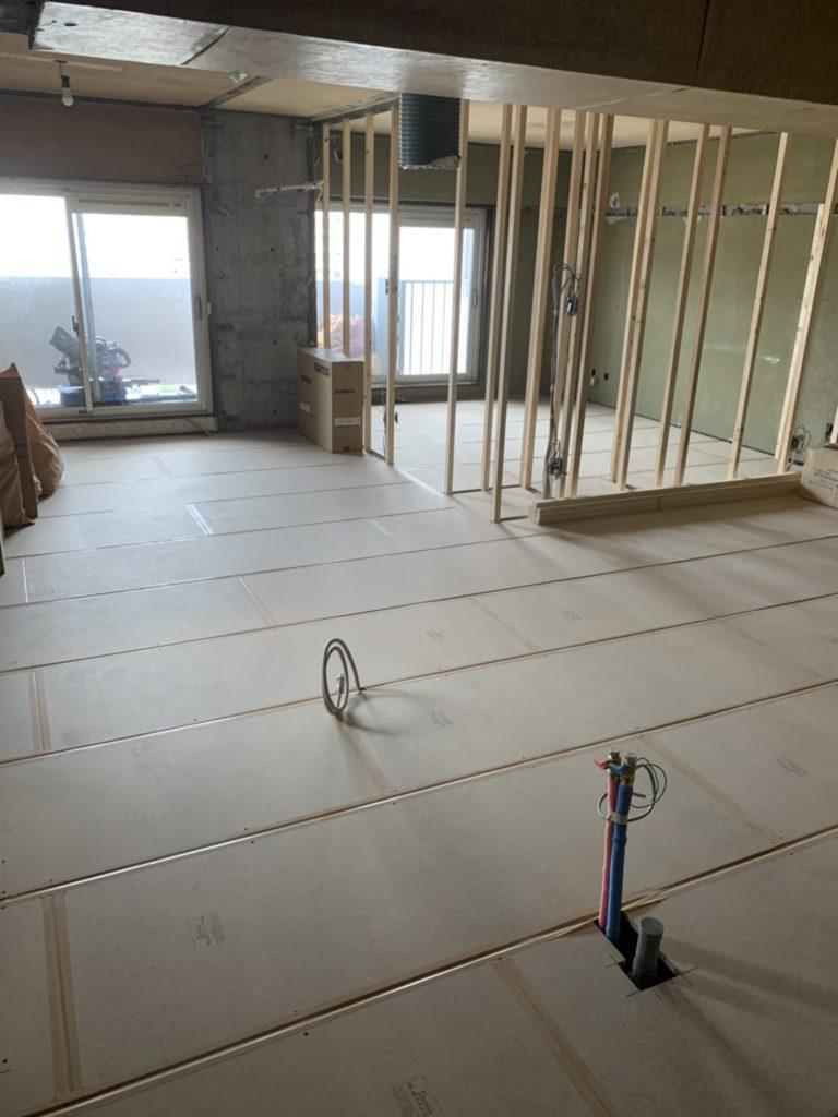 東京都江東区にてマンションの置床工事