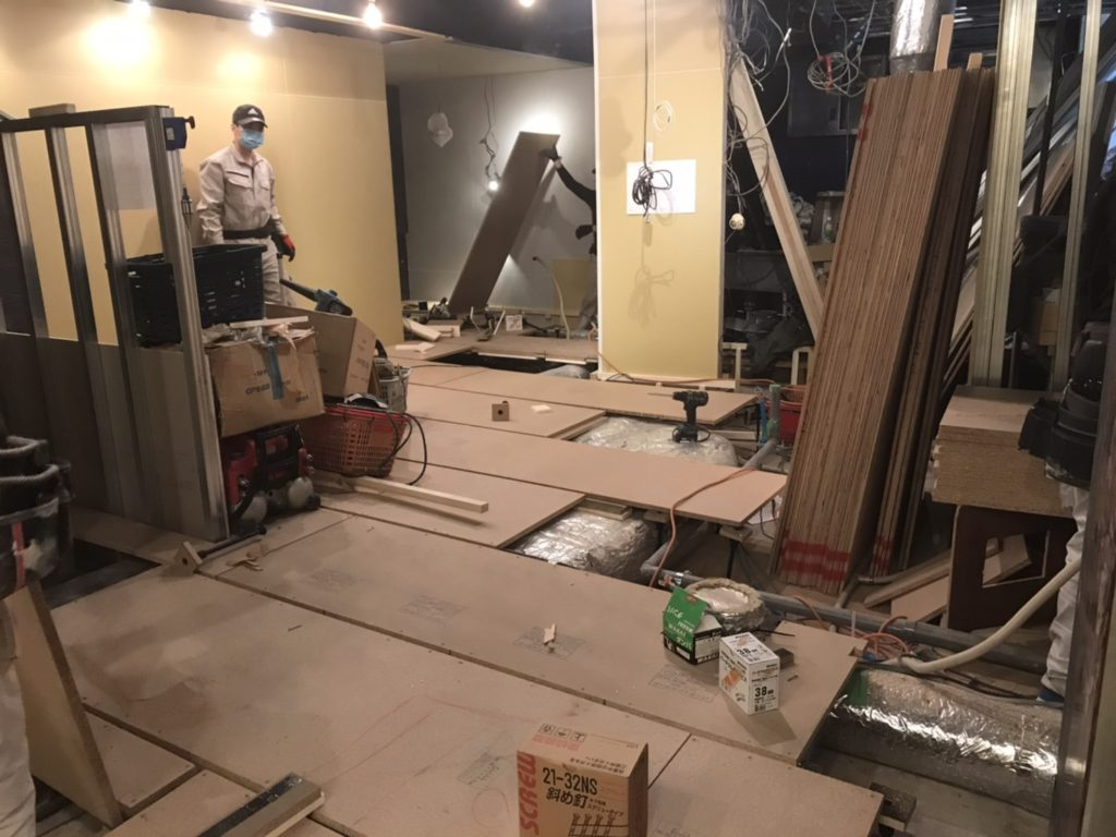 東京都港区六本木の飲食店にて床リフォーム工事