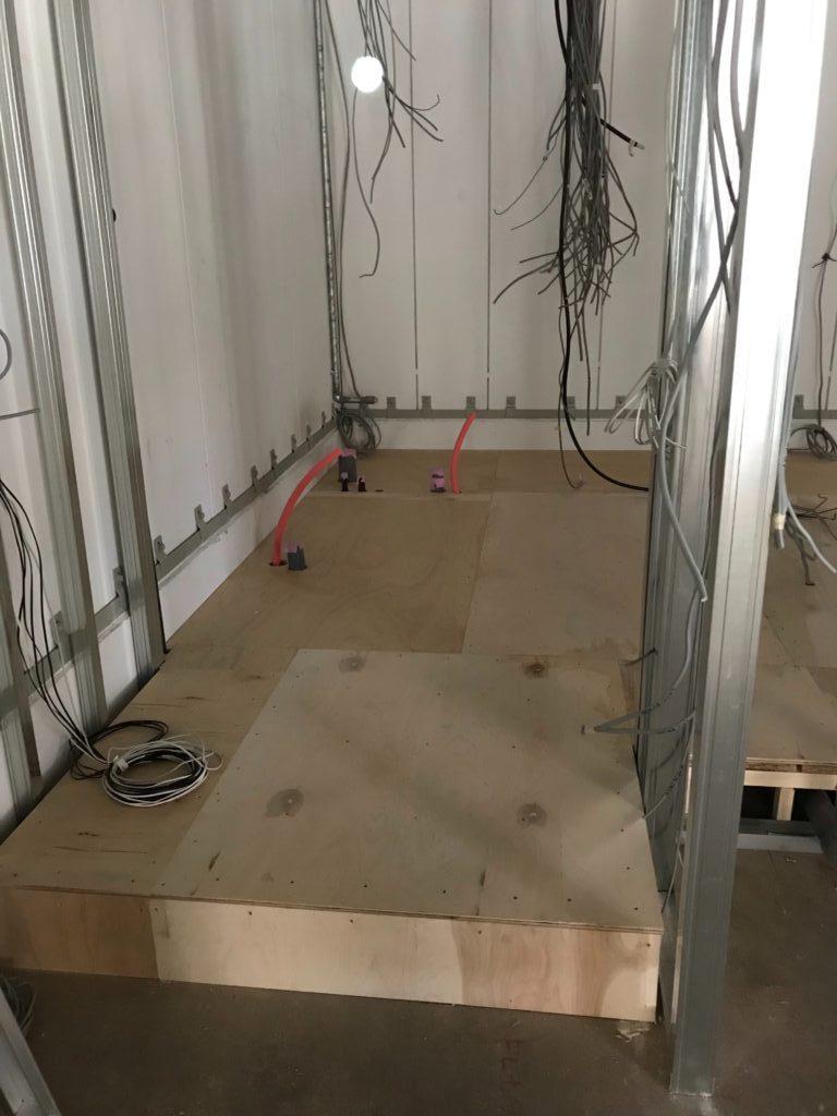 神奈川県横浜市中区にて美容室の置床工事