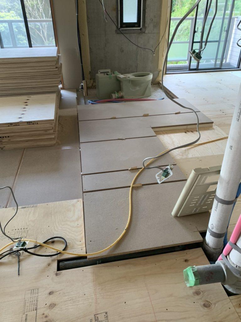 静岡県熱海市のリゾートマンショにて置床工事