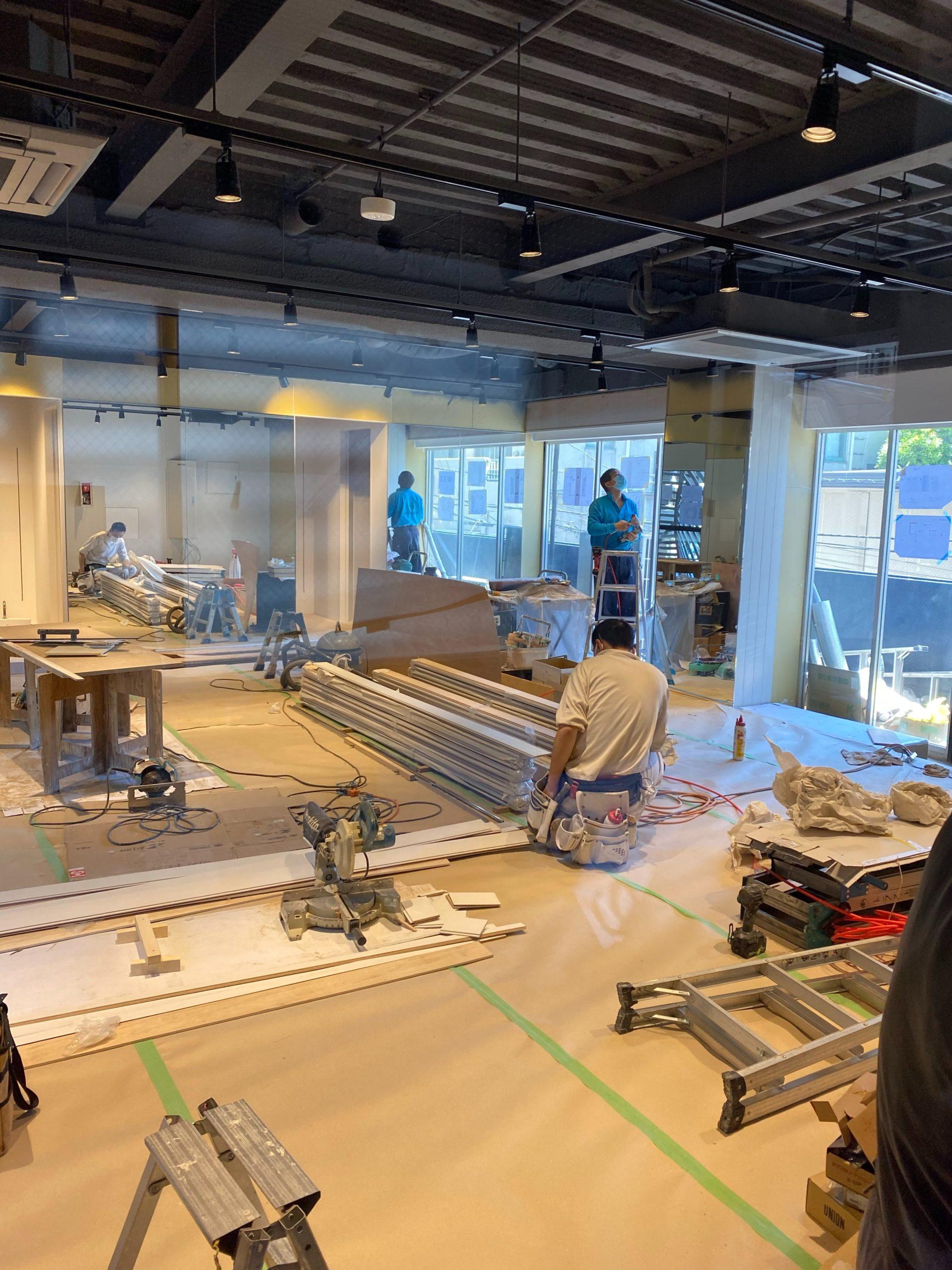 東京都港区西麻布の新設トレーニングジムで置床工事