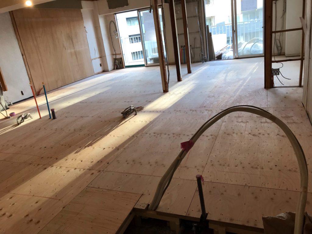 東京都品川区にてマンションの床リフォームに伴う置床工事