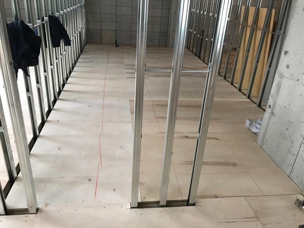 東京都港区にてビルの置床工事を行いました。 乾式二重床