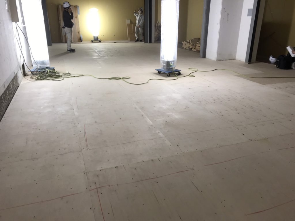 東京都大田区にて羽田空港ビル内テナントの置床工事