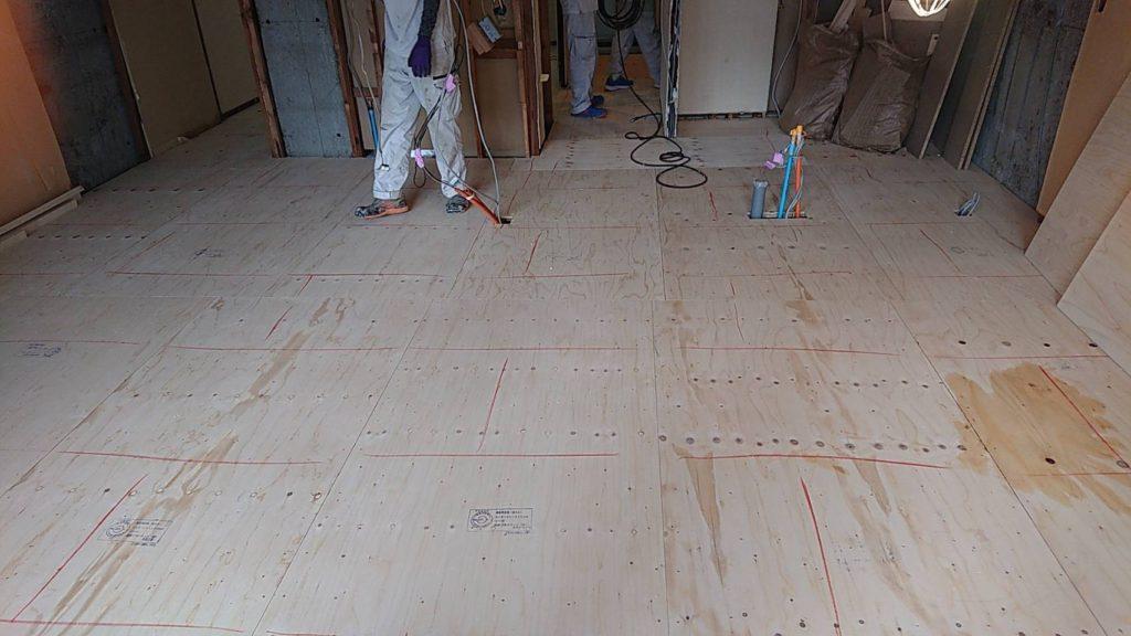 東京都港区にてマンションの置床工事