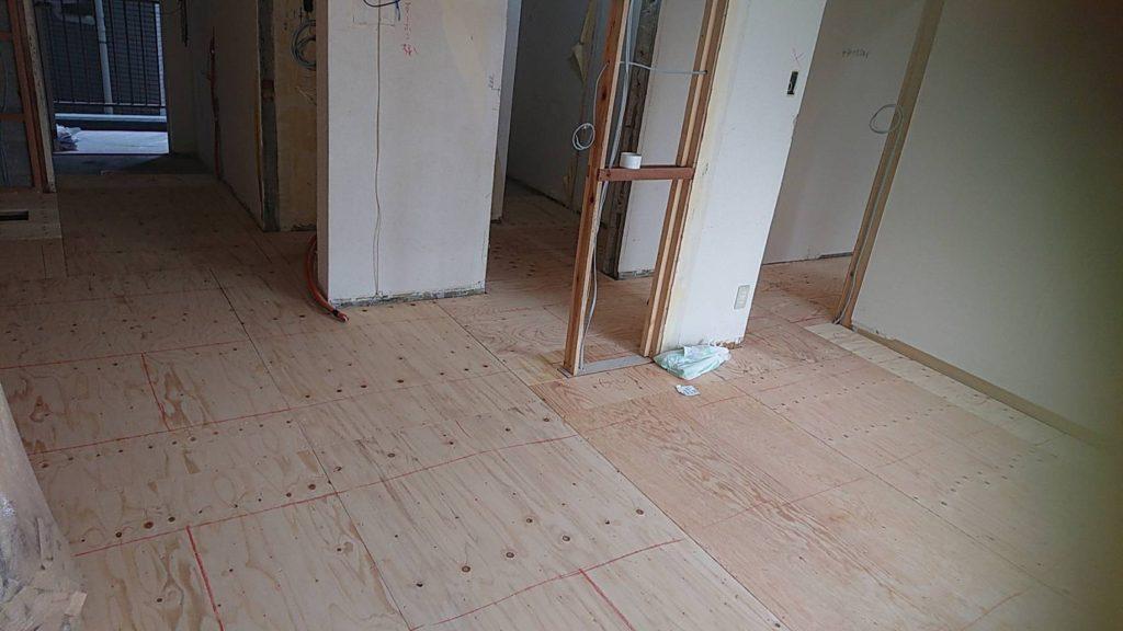 東京都大田区にてマンションの置床工事