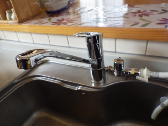 知立市 キッチン水栓取替工事