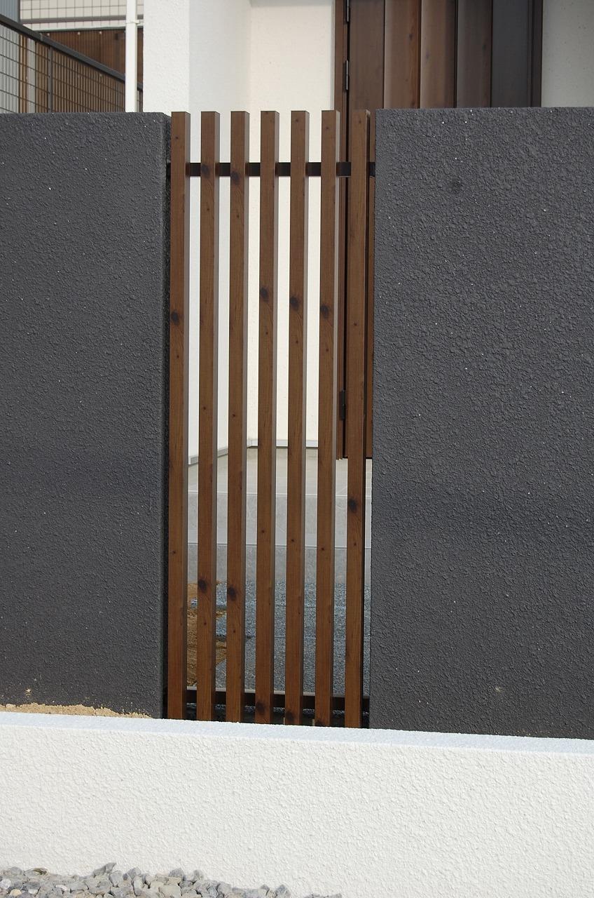 大府市 ホンダトーヨー 外壁にワンポイントアクセント 2012/02/11