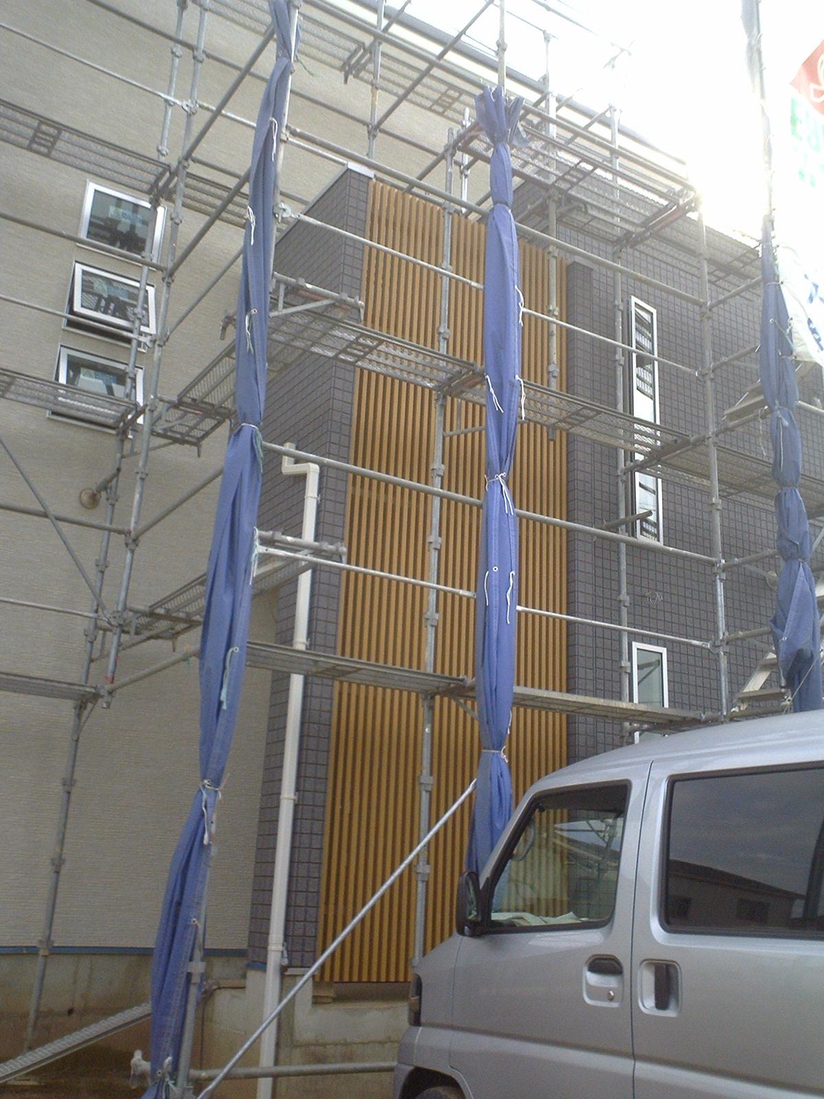 大府市 ホンダトーヨー 壁面の格子取付 2010/10/18