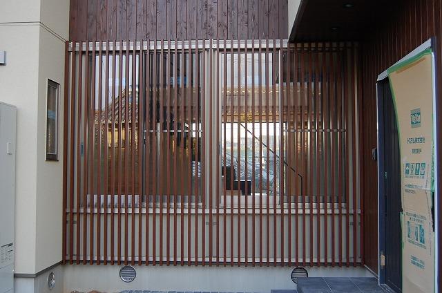 大府市 ホンダトーヨー 壁面に飾り格子を設置 2010/12/12