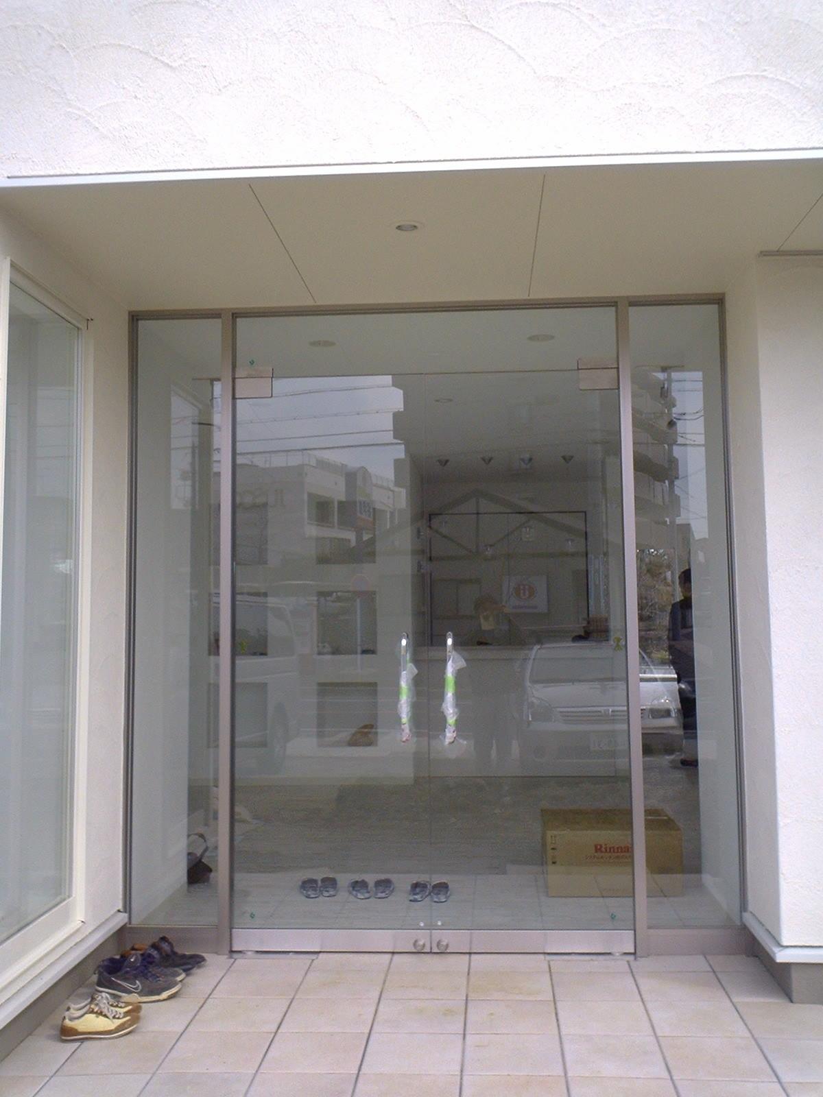 大府市 ホンダトーヨー 店舗の入口ファサード 2008/03/05