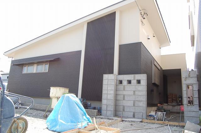 大府市 ホンダトーヨー 外溝工事進行中 2010/04/10