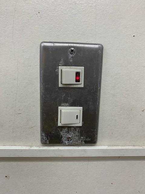 名古屋市南区 店内照明スイッチ取替の電気工事