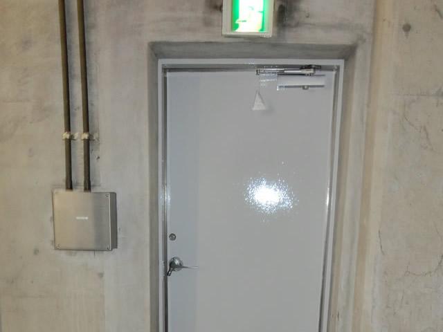 愛知県名古屋市港区片開きドアのドアクローザー取替工事RYOBI【サッシ.NET】