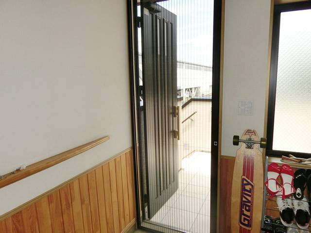 愛知県名古屋市港区LIXILしまえるんですα玄関ドア網戸取付工事【サッシ.NET】