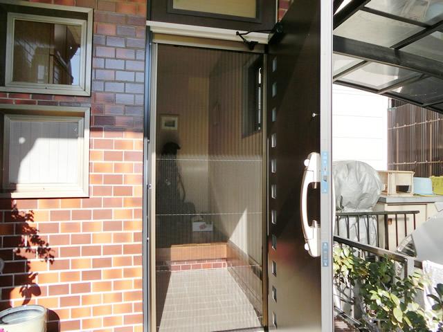 愛知県名古屋市熱田区玄関網戸しまえるんですα取付工事LIXIL【サッシ.NET】