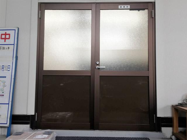 事務所親子ドア取替工事 YKKAP アルミ框ドア 名古屋市港区