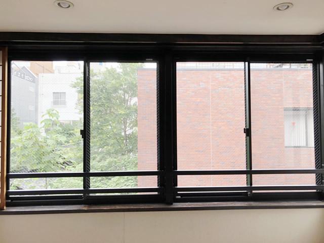 名古屋市西区 開き窓→引違い窓取替、手摺り取付