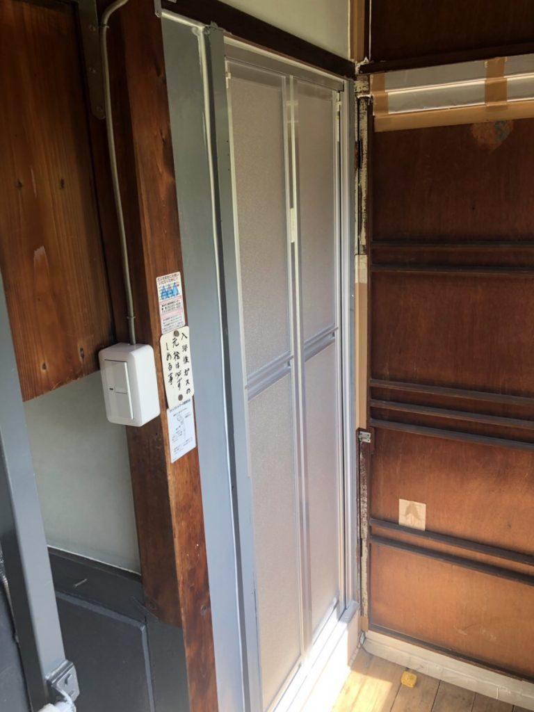 名古屋市南区 浴室ドアのリフォーム工事 浴室中折れドア